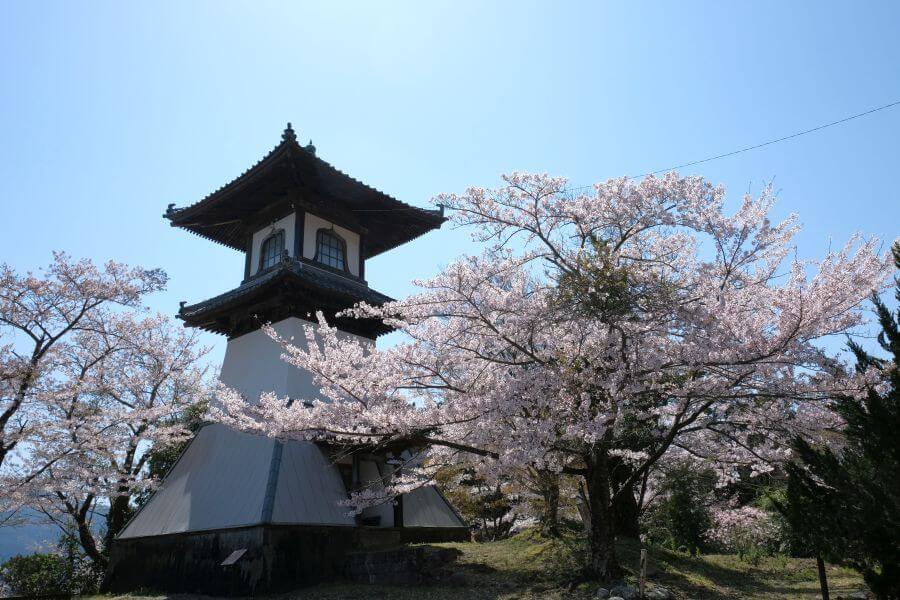 箸蔵寺高灯籠