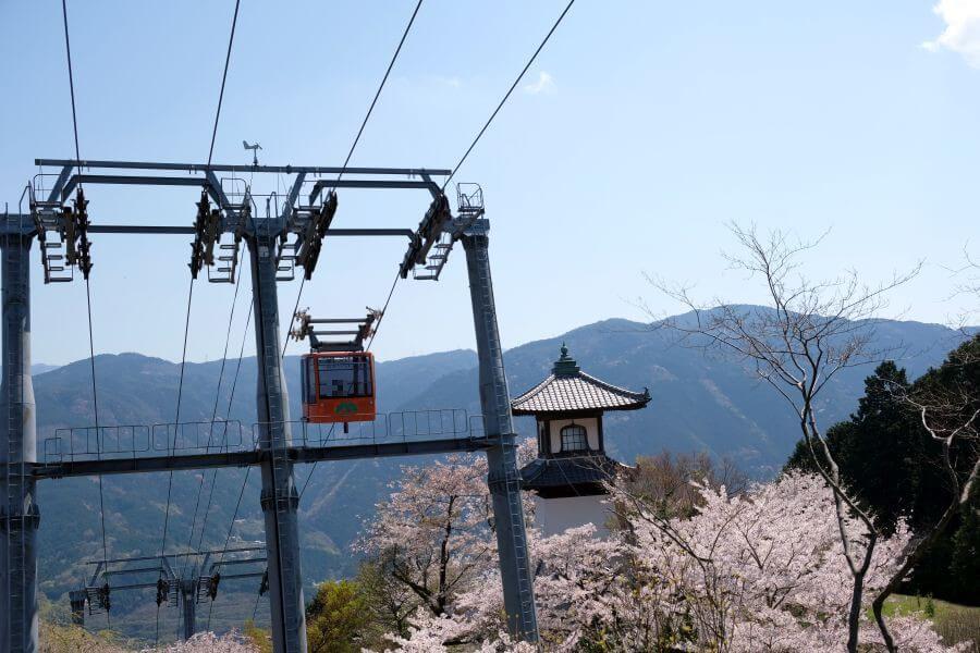 箸蔵寺高灯籠 ロープウェイからの視点