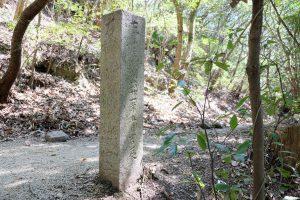 弥谷寺参道登り口の標石