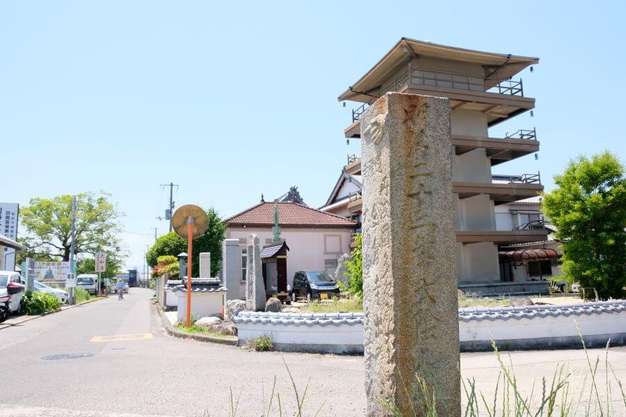 金倉寺北の標石 右面