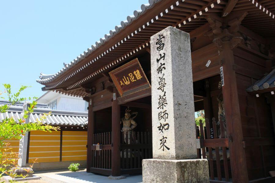 金倉寺門前右石碑