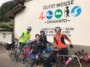 ゲストハウス40010 自転車旅の外国人と松本さん