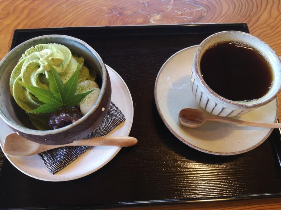古民家カフェ半平_コーヒーとパフェ