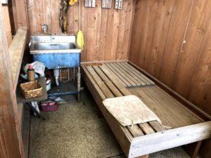 ヘンロ小屋第一号 水場とベッド