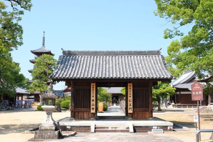 本山寺 重文仁王門