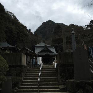 大窪寺 本堂 女体山
