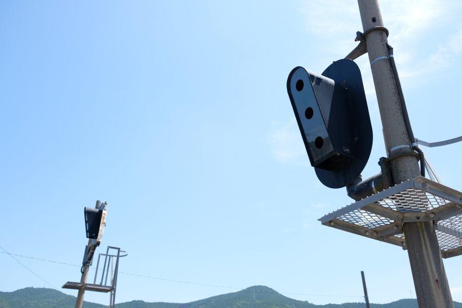 伊予石城駅 雪囲い信号機