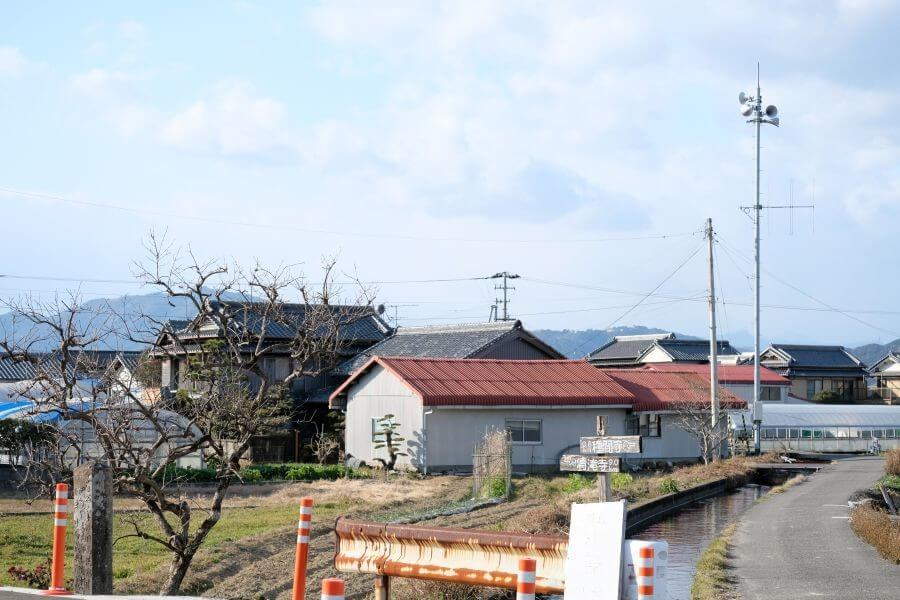 第34番種間寺近くの兵庫県の名士による標石 立地
