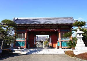 17番井戸寺山門